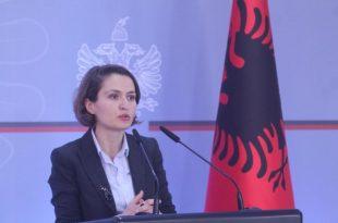 Besa Shahini: Problemi kryesor i Kosovës nuk është korrupsioni sikur thotë, Vjosa Osamni, por mosnjohja e Kosovës nga BE-ja