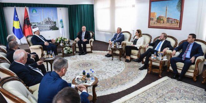 Kryeministri Haradinaj me disa anëtarë të kabinetit qeveritare ka vizituar Bashkësinë Islame të Kosovës