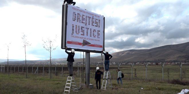 Përurohet billbordi me pamje të obeliskut për 1432 fëmijët martirë të Kosovës, të vrarë masakruar nga Serbia