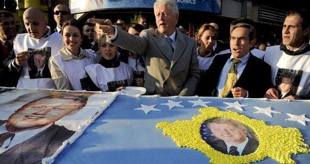 Clinton, Albright dhe gjenerali Clark i bashkëngjiten popullit të Kosovës në shënimin e 20 vjetorit të lirisë