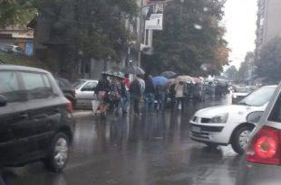 Serbët i janë rikthyer bllokimit të rrugëve