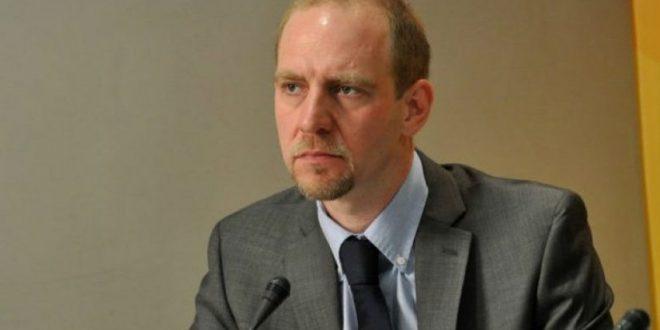 Florian Bieber: Prapa dyerve të mbyllura po bisedohet për ndryshimin e kufijve mes Kosovës e Serbisë