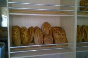 Ministri i Tregtisë dhe Industrisë, Endrit Shala thotë se nuk ka arsye për rritje të çmimit të bukës në Kosovë