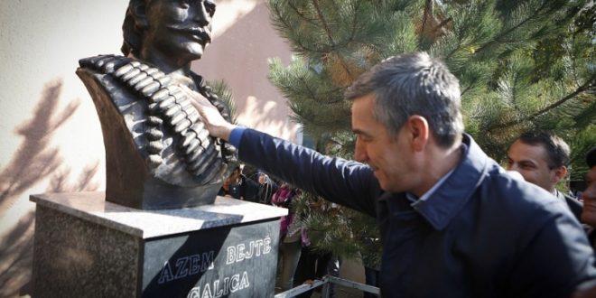 Busti i prijësit të Rezistencës Kombëtare, Azem Bejta është vendosur në shkollën e fshatit Galicë
