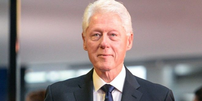Ish kryetari amerikan, Bill Clinton, ka arritur për një vizitë në Kosovë, në 20-vjetorin e çlirimit