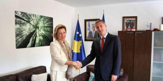 Ministrin Çollaku priti në takim shefen e re të BE-së në Kosovë, Natalija Apostollova