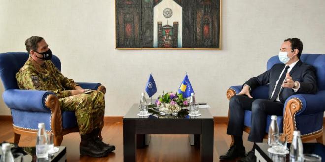 Kryeministri i vendit, Albin Kurti takon komandantin e KFOR-it, Gjeneral Major Franco Federici