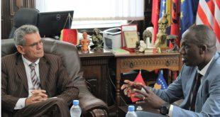 Rektori i UP-së, Marjan Dema ka pritur në takim zëvendësshefin e zyrës se UNICEF-it në Kosovë, James Mugaju
