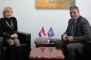 Ministri Demolli priti në takim ambasadoren kroate, Kapitanoviq