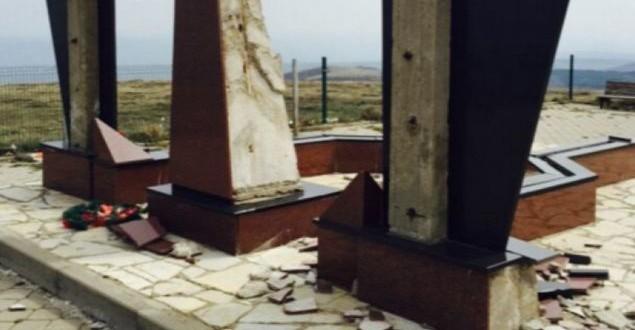 Qeveria e Kosovës dënon dëmtimin e varrezave të dëshmorëve të UÇK-së në Kaçandoll të Shalës së Bajgorës