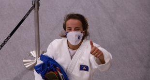 Kampionja olimpike, Distria Krasniqi tha se fitoren ia dedikon Kosovës, ekipit dhe familjes së saj