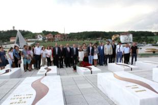 """Në Prekaz, në Kompleksin Memorial """"Adem Jashari"""", u mbajt manifestimi tradicional """"Dita e Diasporës"""