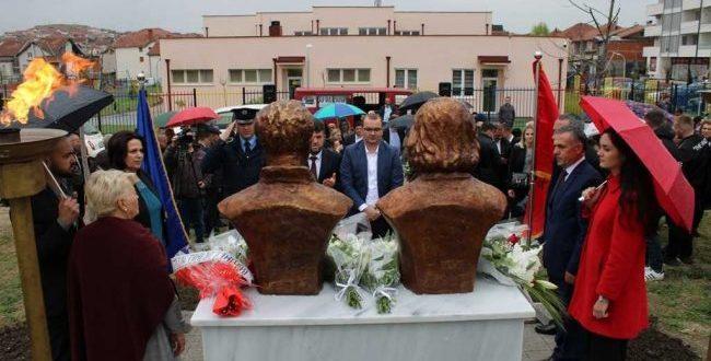 Në Gjilan sot janë përuruar bustet e Tefik dhe Hanumshahe Zymberi në 20-vjetorin e Betejës së Zhegocit