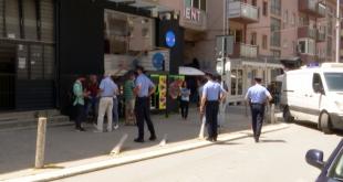 """Banorët e lagjes """"Qendra"""" në Prishtinë protestojnë kundër zhurmës së krijuar nga kafiteritë dhe çmimeve të parkingut"""