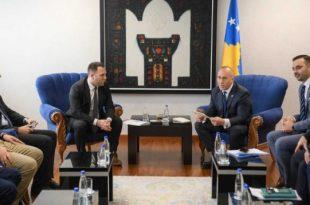 Haradinaj ka pritur në takim disa prodhues vendor, me të cilët ka biseduar për sfidat dhe aktivitetet e tyre ekonomike