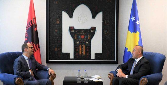 Kryeministri i Kosovës, Ramush Haradinaj ka pritur në takim ministrin e Jashtëm të Shqipërisë Ditmir Bushatin