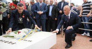 """Haradinaj bënë homazhe në Gllogjan me rastin e shënimit të 24 Majit, Ditës së Batalionit Gardist """"Shkelzen Haradinaj"""""""