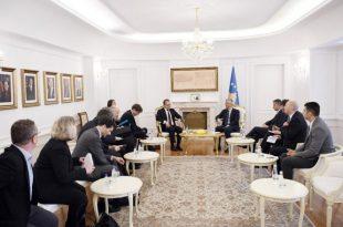 Kryetari Thaçi u thotë diplomatëve francezo-gjermanë se është për të vazhduar dialogu me Serbinë, por pa kushtëzime