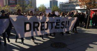 Sot në Mitrovicë mbahet Marshi Protestues: Drejtësi për vdekjen e aktivistit Astrit Dehari