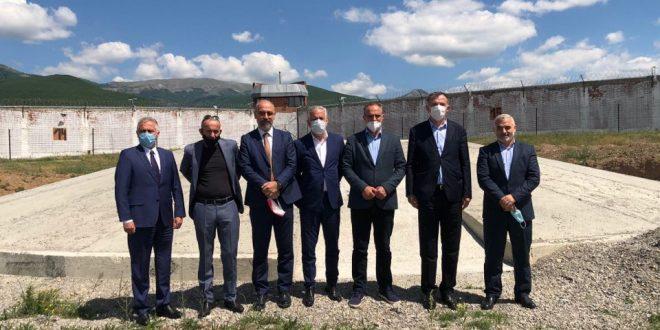 Ish të burgosurit e burgut të Dubravës bëjnë homazhe në vendin ku u masakruan 130 shqiptarë 21 vite më parë