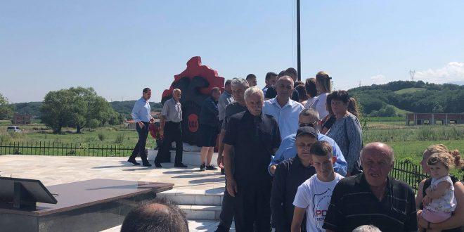 """Më 24 nëntor 2019 zbulohet busti i dëshmorit, Reshat Çoçaj në Qendrën Kulturore """"Reshat Çoçaj"""" në Gjonaj të Hasit"""