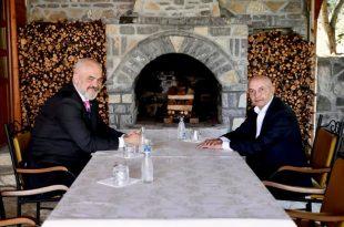 Kryetari i LDK-së, Isa Mustafae pret në takim në shtëpinë e tij kryeministrin shqiptar, Edi Rama
