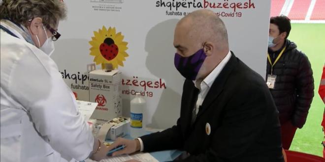 Kryeministri shqiptar, Edi Rama thotë se shumë shpejt do të nisë vaksinimi masiv në Shqipëri kundër virusit korona