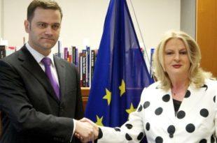 """Kërkesa për """"Ekip të Unitetit"""" nga Edita Tahiri paraqet pranim të mossuksesit në bisedime me Serbinë"""