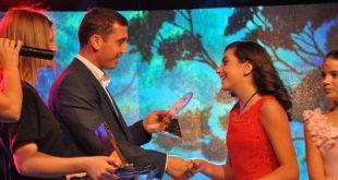 """Elsa Randobrava me këngën """"Dua"""" fitoi çmimin e parë të festivalit """"Fluturat"""""""