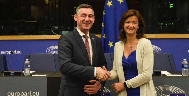 Kryetari i Kuvendit, Kadri Veseli është takuar me paportuesen për liberalizimin e vizave për Kosovën, Tanja Fajon