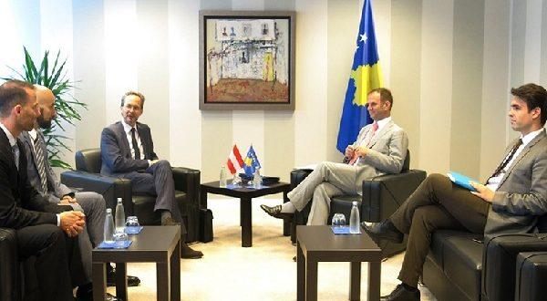 Kuçi priti në takim ambasadorin austriak