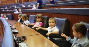 Kuvendi i Republikës së Kosovës shënon sot Ditën e Konventës Ndërkombëtare për të Drejtat e Fëmijëve