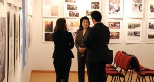 """Në Korçë vlerësohet lart ekspozita: """"Terrori dhe gjenocidi i Serbisë në Kosovë"""" e autores, Fetnete Ramosaj"""