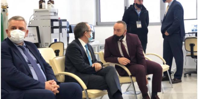 Kyreministri në detyrë Avdullah Hoti merr pjesë në përurimin e aneks-objektit të Agjencisë së Kosovës për Forenzikë