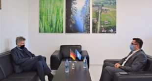 Ministri i Bujqësisë, Besian Mustafa, ka pritur sot në takim zëvendës-mbasadorin e Gjermanisë në Kosovë, Jan Alex Voss