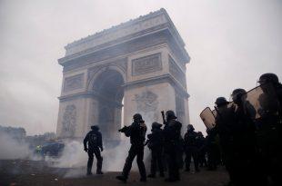 Protestuesit u përleshën me policinë në Paris dhe qytete të tjera të Francës, mijëra syresh dolën nëpër rrugë