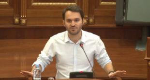 Deklarata e deputetit Frashër Krasniqi rreth komandantëve e UÇK-së ka nxit reagime të shumta