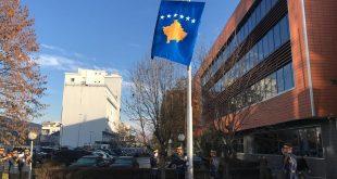 Për nder të Ditës së Pavarësisë, Garda Ceremoniale e FSK-së e ngrit flamurin shtetëror të Kosovës