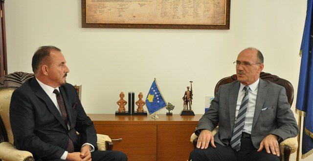 Bejtush Gashi i dorëzon detyrën e ministrit të MPB-së, tashmë të emëruarit të ri në këtë detyrë, Ekrem Mustafa