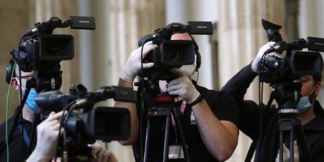 Gazetarët në luftë për informimin e saktë dhe luftimin e lajmeve të rreme