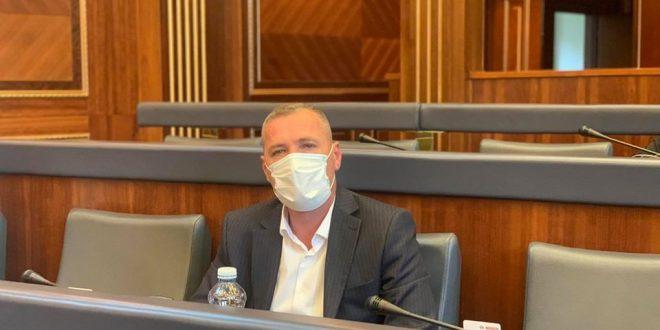 Deputeti i PDK-së, Gazmend Bytyçi, e ka quajtur frikacak deputetin e Lëvizjes Vetëvendosje, Rexhep Selimi