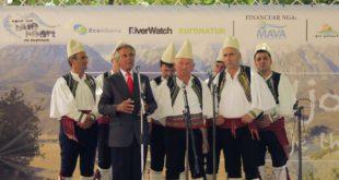 """A. Zholi: Flet """"Mjeshtri i Madh"""" Golik Jaupi: Enverin e kam kënduar në Kosovë, Gjermani, në Izrael dhe jam duartrokitur"""