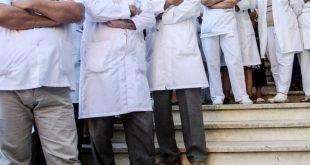 Punëtorët shëndetësor sot kanë hyrë në grevë 24 orëshe për të kërkuar ngritjen e pagave për mjekët dhe tekniket