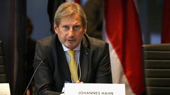 Komisioneri Hahn thotë se drejtimi i dialogut nga Përfaqësuesja e Lartë e BE-së, Federica Mogherini, është i mjaftueshëm