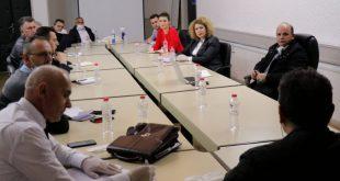 Ministrja e MEPTINIS, Rozeta Hajdari pret në takim Sindikatën e Punëtorëve të Korporatës Energjetike të Kosovës
