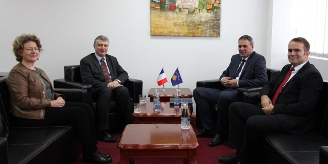 Ministri Haki Demolli pret në takim ambasadorin e Francës, Didier Chabert
