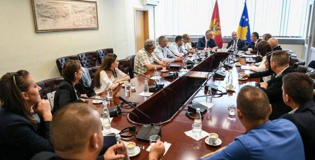 Kryeministri Haradinaj takon disa pjesëtarë të komunitetit malazez që jetojnë në Kosovë