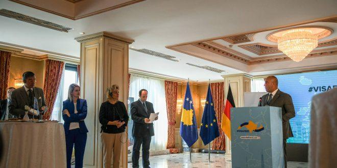 Kryeministri, Haradinaj u takua me ambasadorët e vendeve të Kuintit dhe shefen e BE-së, Natalia Apostolova
