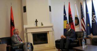 Lideri i AAK-së Ramush Haradinaj priti në takim ambasadorin e Shqipërisë Qemal Minxhozin