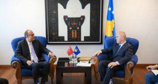 Kryeministri Haradinaj, ka pritur sot në një takim ambasadorin e ri të Turqisë në Kosovë, Cagri Sakar